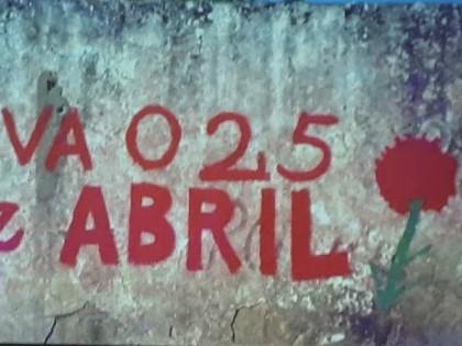 Graffiti alusivo ao 25 de abril