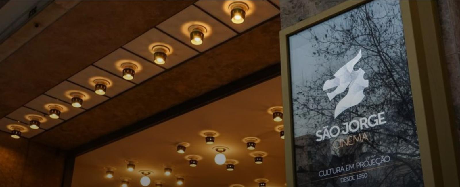 Mupi com publicidade ao Cinema S. Jorge
