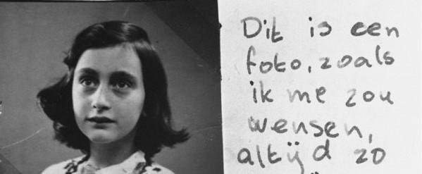Manuscrito de Anne Frank com fotografia da mesma
