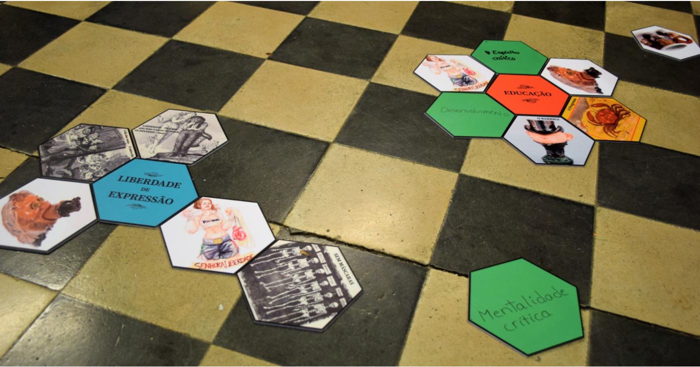 Jogo com formas hexagonais