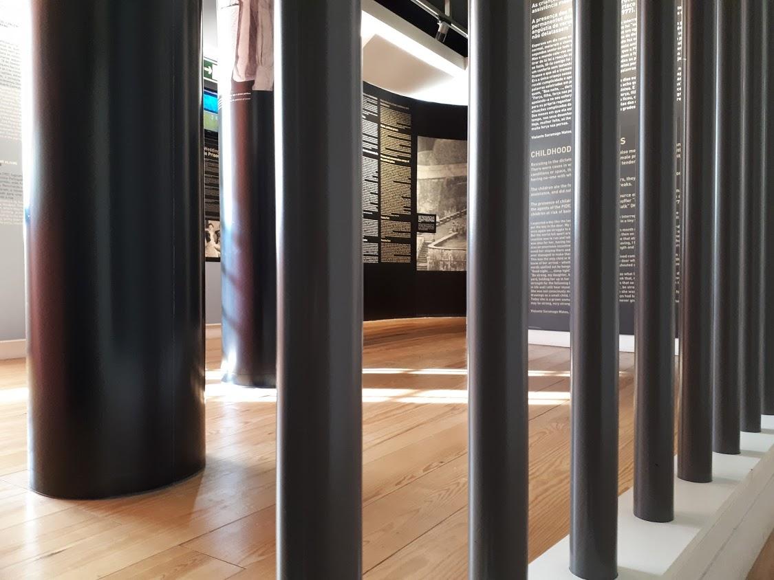 Barras verticais no Museu do Aljube