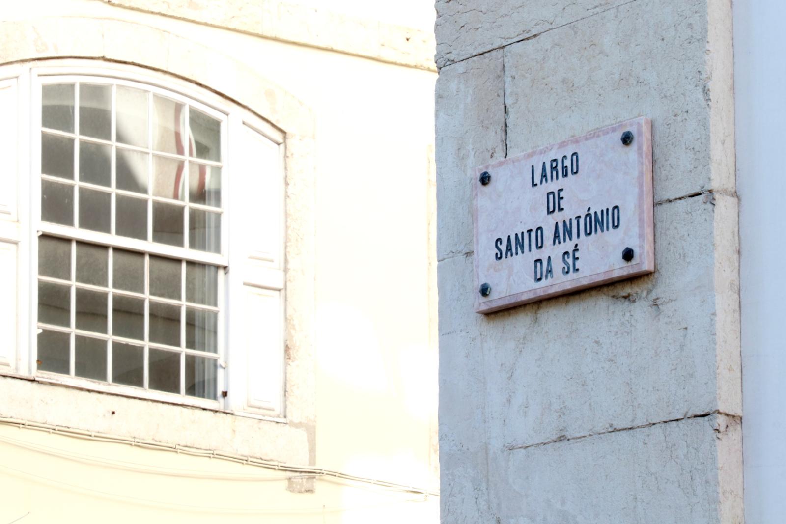 Placa alusiva ao Largo de Santo António da Sé