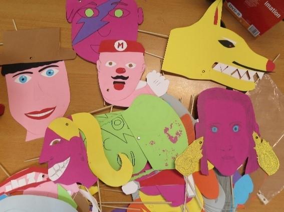 Recortes de figuras para construção de marionetas