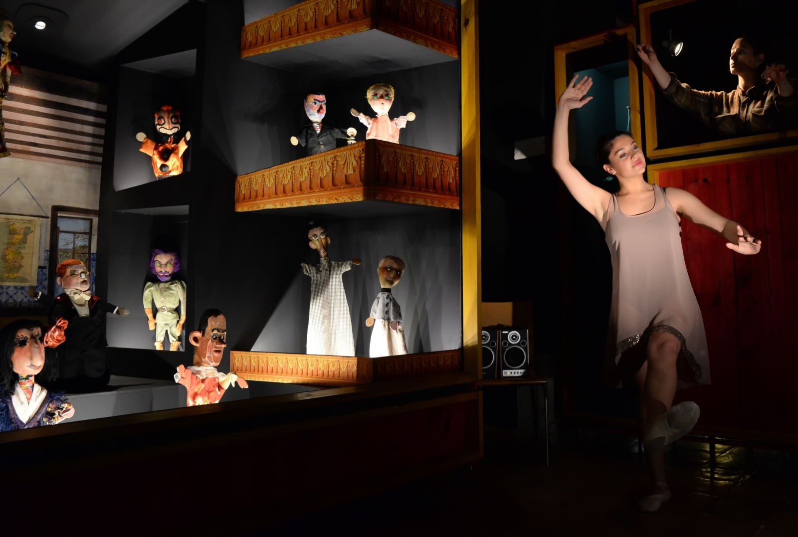Bailarina no Museu da Marioneta