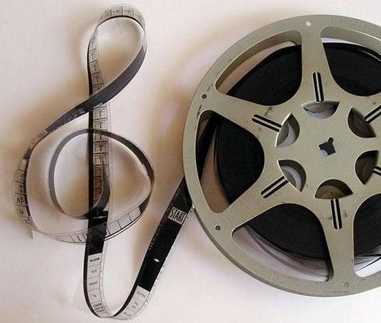 Bobine de filme e clave de sol